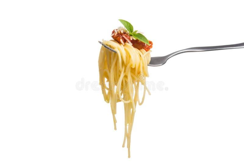 Espaguetis en la bifurcación con la salsa de tomate fresca, chees rallados del parmesano imágenes de archivo libres de regalías