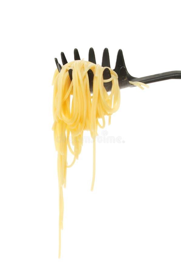 Espaguetis en una cuchara foto de archivo