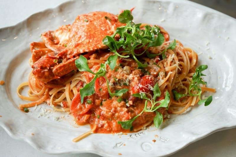 espaguetis hervidos picantes del cangrejo fotos de archivo libres de regalías