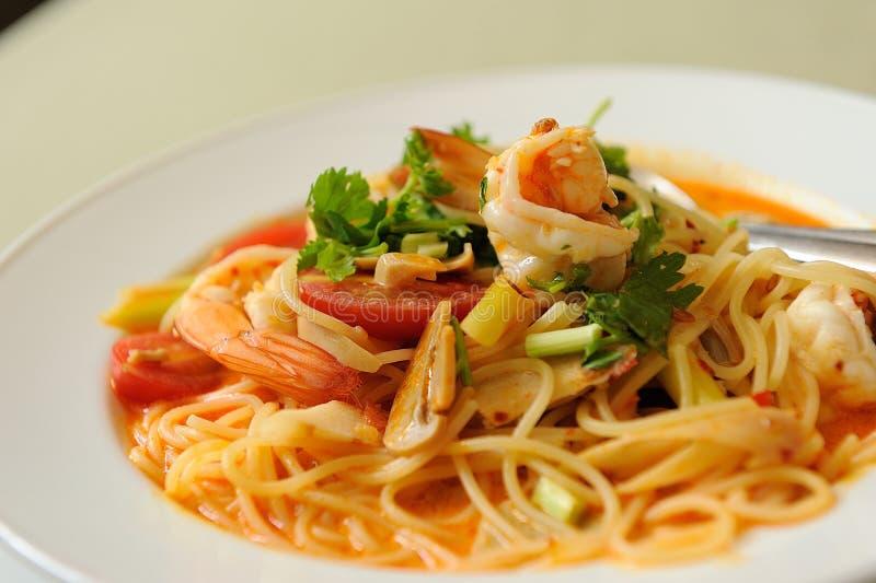 Espaguetis Tom Yum Kung fotografía de archivo