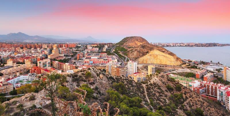 Espanha, cidade de Alicante no por do sol imagens de stock