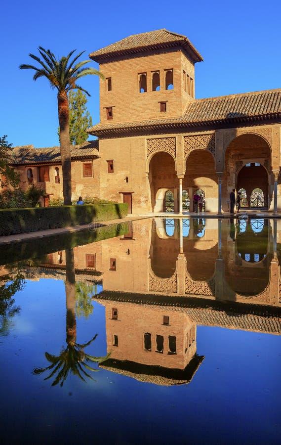 Espanha de Alhambra Courtyard El Partal Pool Granada a Andaluzia foto de stock