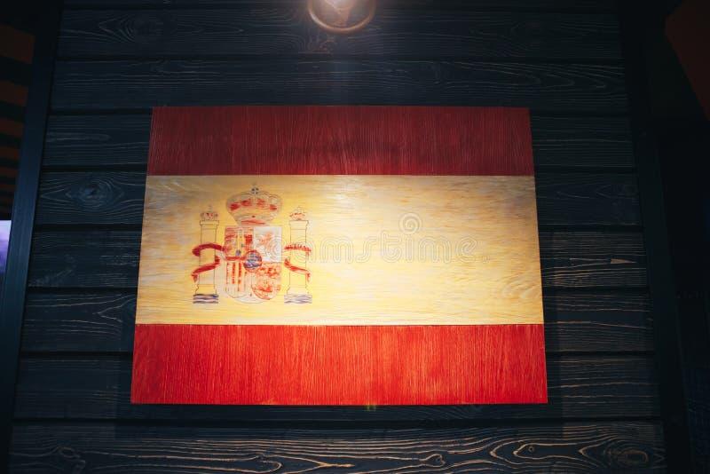 Espanha de madeira da bandeira em uma parede de madeira Bandeira nacional do Grunge do reino da Espanha fotografia de stock royalty free