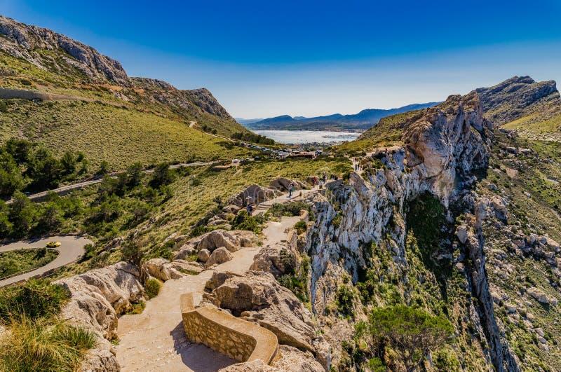 Espanha Mallorca, penhascos na costa do cabo Formentor fotos de stock