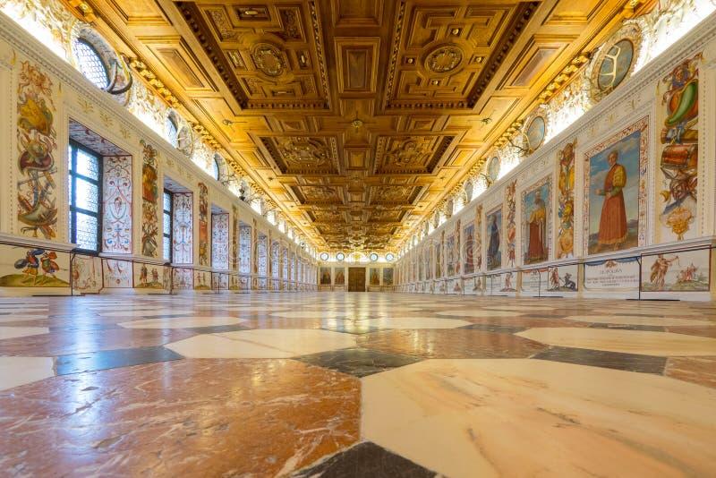 Espanhol Salão de Schloss Ambras fotos de stock royalty free