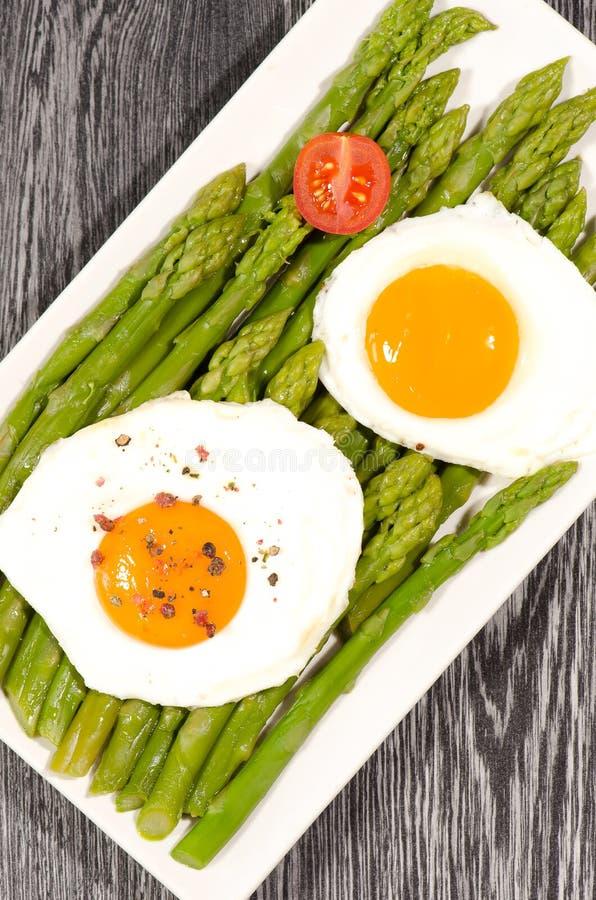 Download Espargos Com Ovos Orgânicos Imagem de Stock - Imagem de cozinhar, jantar: 26507987