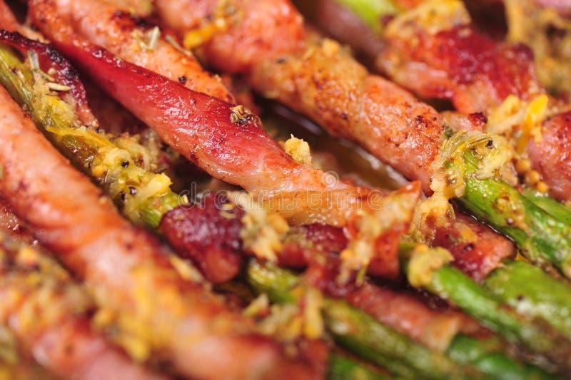 Espargos envolvidos no bacon fotografia de stock