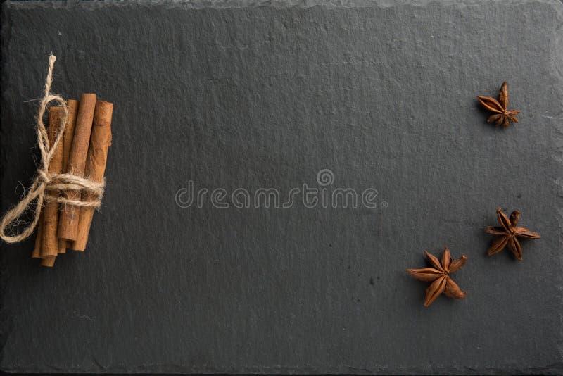 Especia del palillo de canela y del anís de estrella imagen de archivo