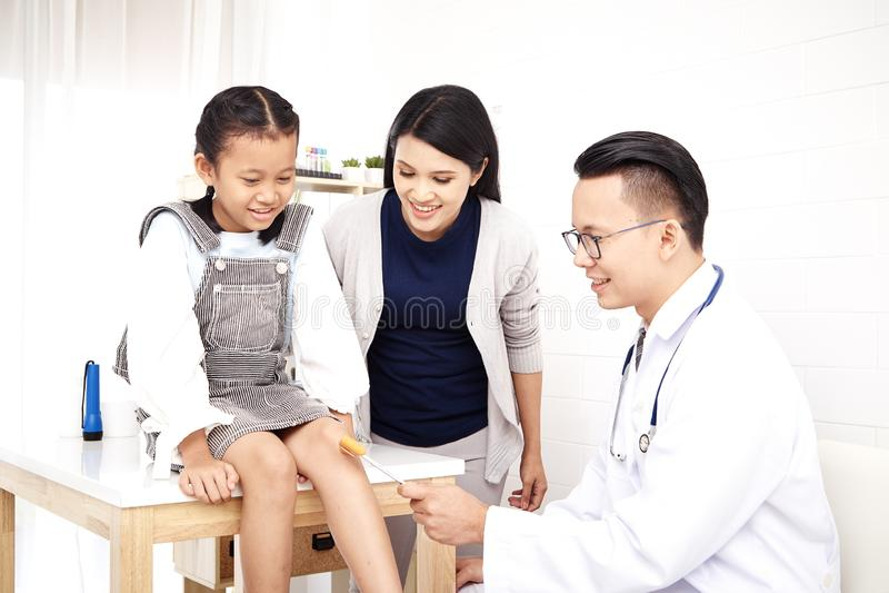 Especialista médico Child Health imagenes de archivo