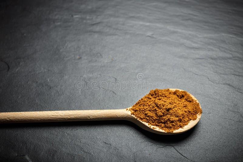 Download Especiarias Em Colheres De Madeira Imagem de Stock - Imagem de preto, chinês: 80102575