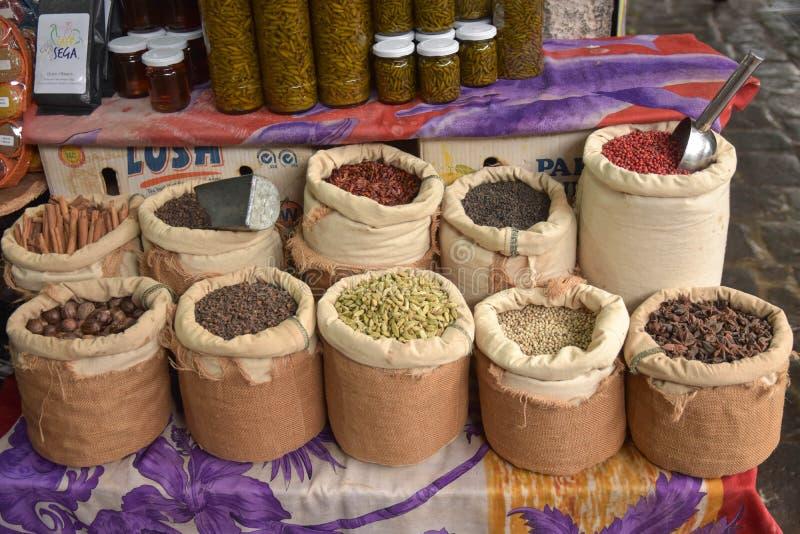 Especiarias no mercado em Maurícias imagens de stock royalty free