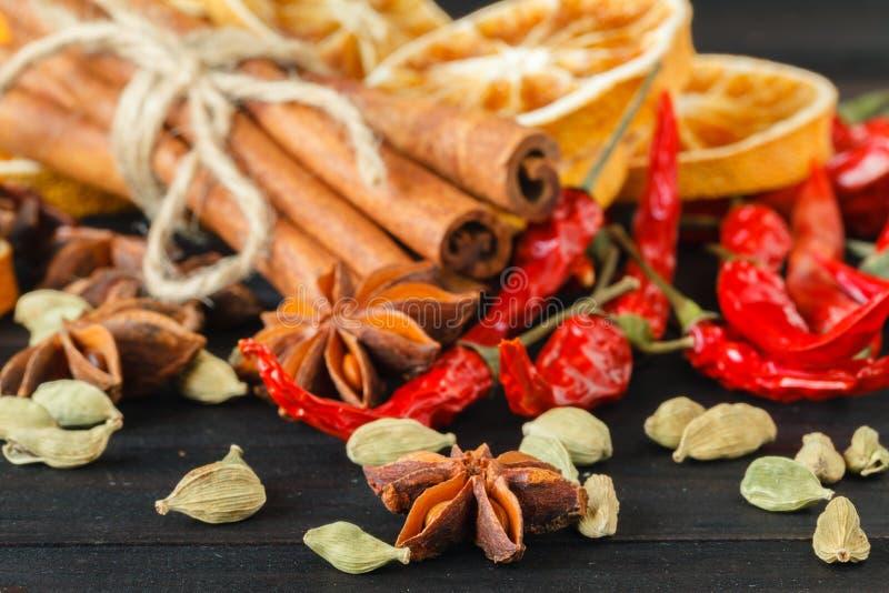 Especiarias Seleção das ervas e das especiarias fotos de stock