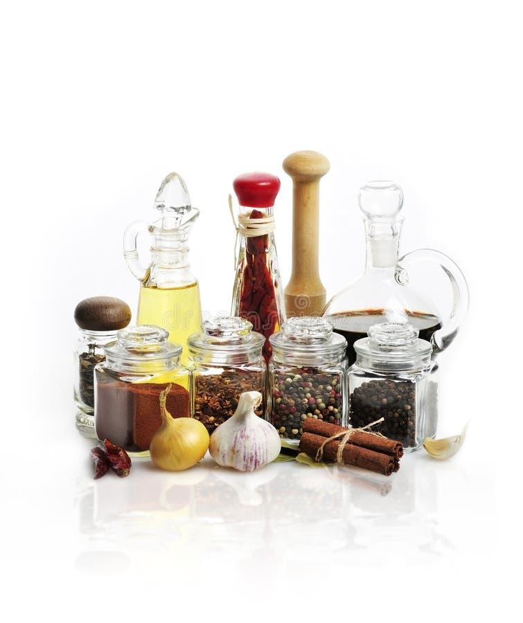 Especias, aceite de cocina y vinagre imagen de archivo libre de regalías