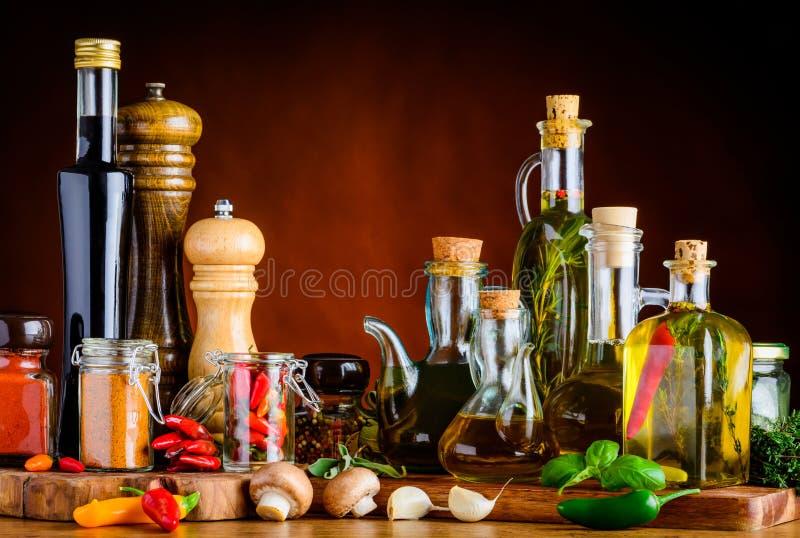 Especias, condimento y aceite de la comida foto de archivo libre de regalías