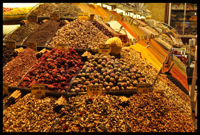 Especias de Colorfull en un mercado turco en Estambul imagen de archivo
