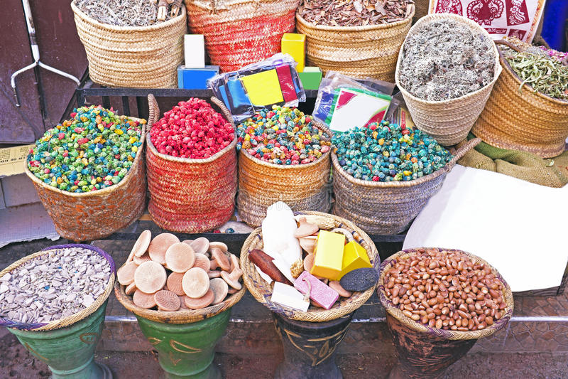 Especias en el mercado de Marrakesh, Marruecos imagenes de archivo