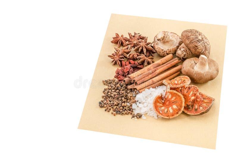 Especias, hierba e ingredientes chinos para cocinar la sopa o el medinci foto de archivo libre de regalías