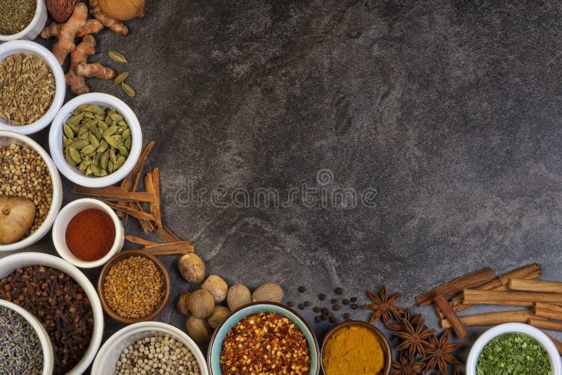 Especias usadas en cocinar imagenes de archivo