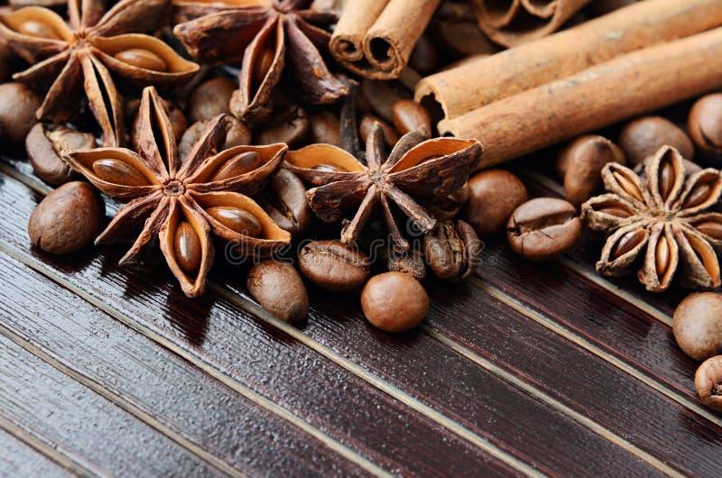Especias y café fragantes imagen de archivo