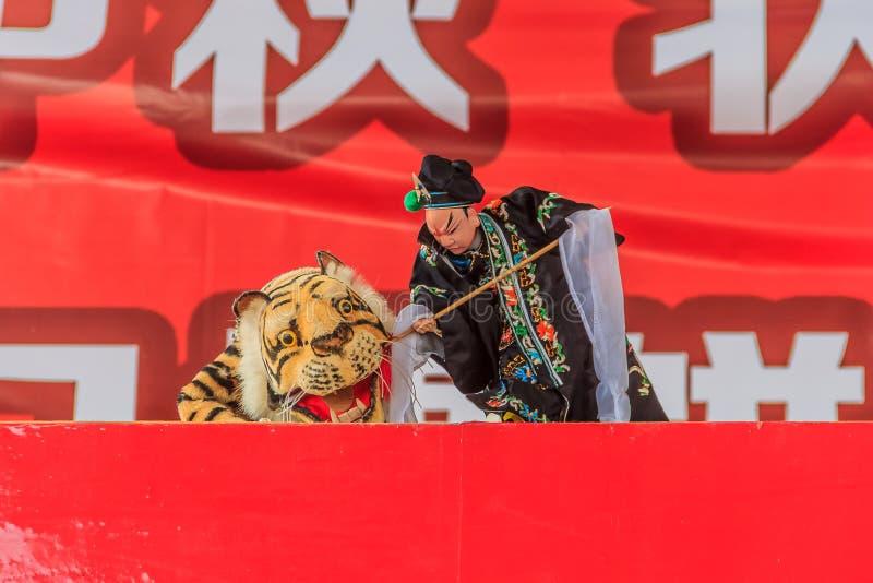 Espectáculo de marionetas chino de la mano imagenes de archivo