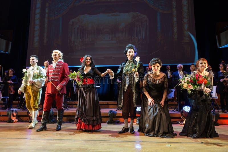 Espectáculo que ofrece Filharmonia Futura y M Walewska - la ópera es la vida, foto de archivo