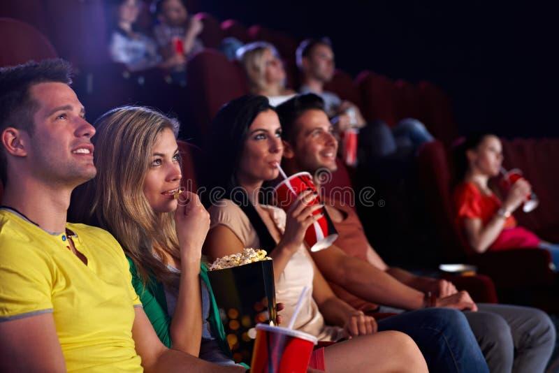 Espectadores en cine múltiplex imagenes de archivo