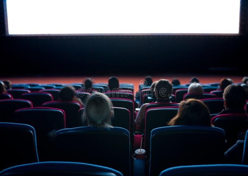 Espectadores en el cine imagenes de archivo