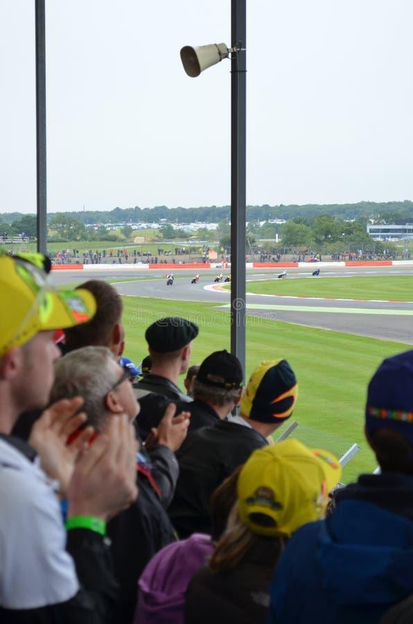 Espectadores en el MotoGP en Silverstone foto de archivo libre de regalías