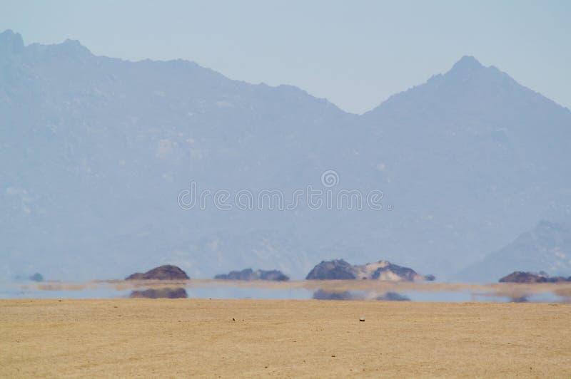 Espejismo en desierto foto de archivo libre de regalías