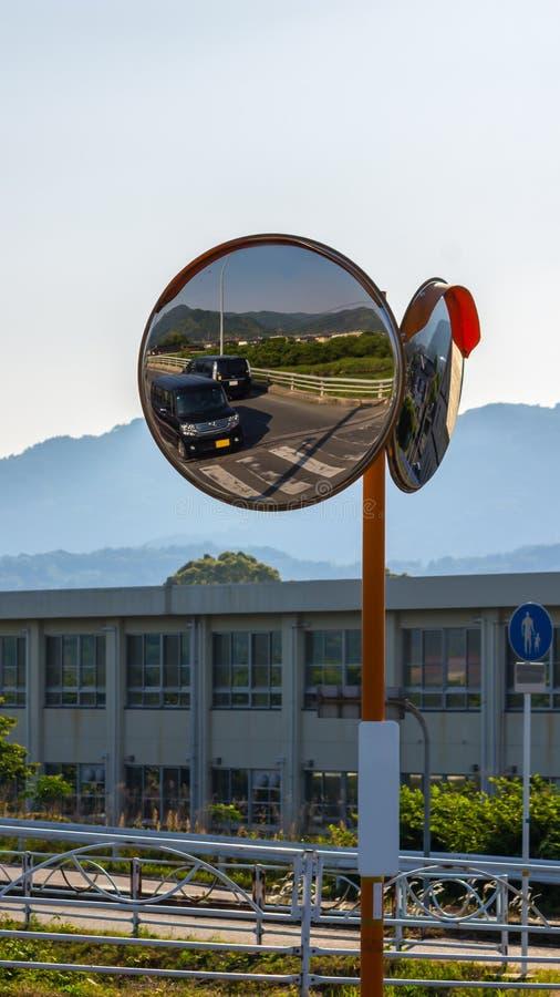Espejo c ncavo en el borde de la carretera hay una se al for Espejo concavo precio