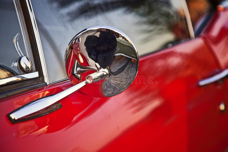 Espejo de coche de la vendimia fotos de archivo