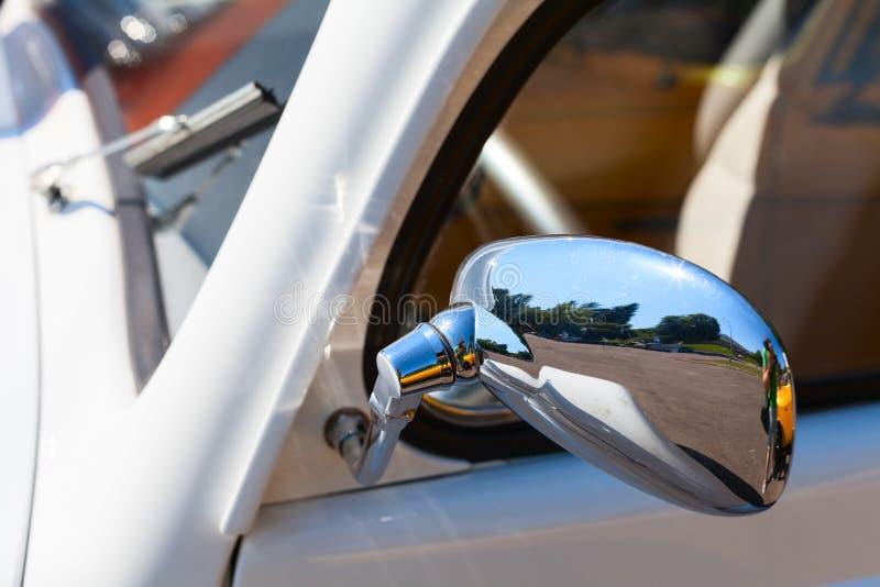 Espejo de coche del vintage foto de archivo