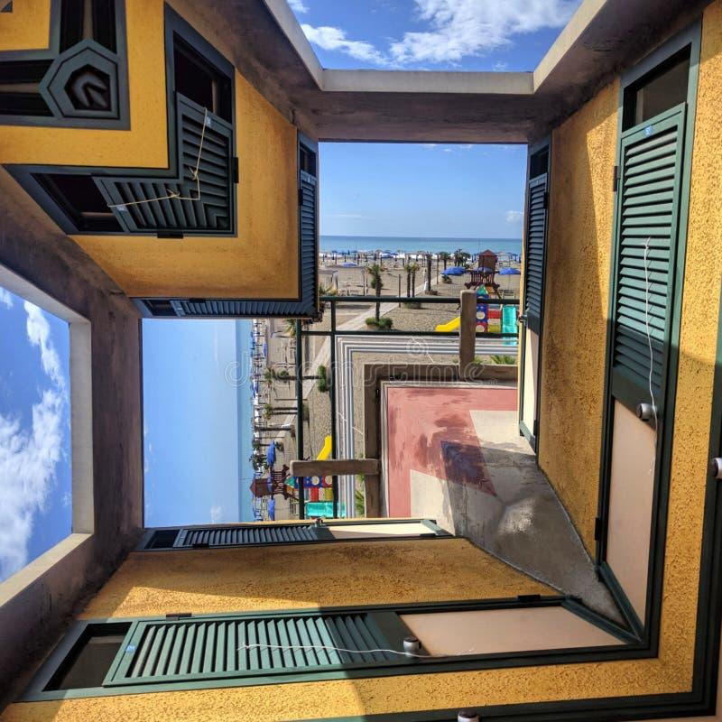 Espejo de la geometría del cielo del viento de la playa fotografía de archivo libre de regalías