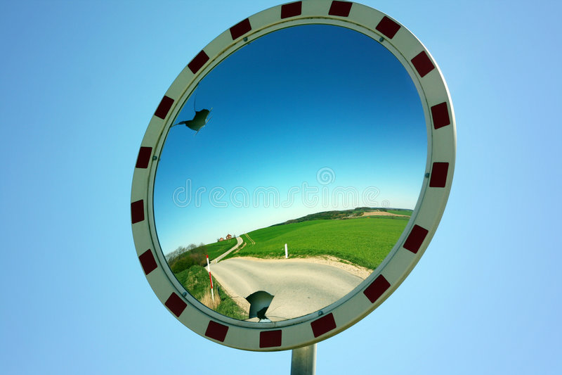 Espejo de la seguridad de tráfico imagenes de archivo