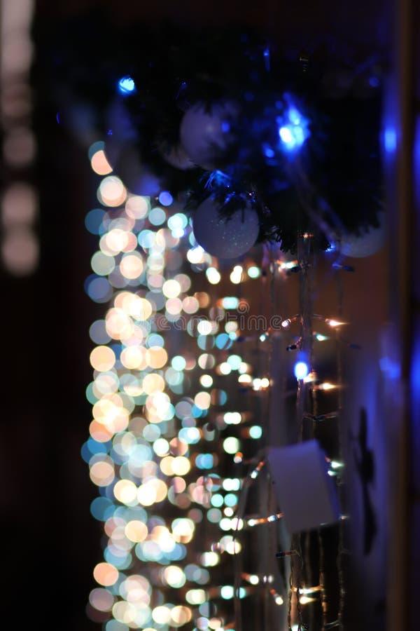 Espejo de las luces de la Navidad del árbol del Año Nuevo de la Navidad fotos de archivo