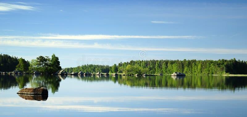 Espejo del lago morning fotografía de archivo libre de regalías