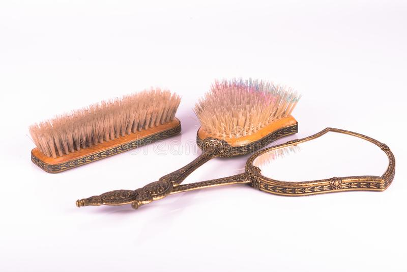 Espejo del vintage y peine y cepillo imagenes de archivo
