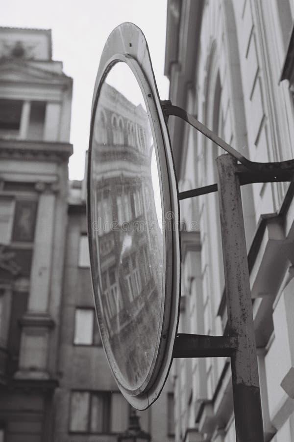 Espejo en la calle foto de archivo