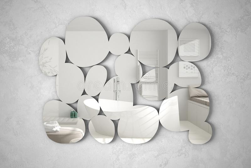 Espejo moderno en la forma de los guijarros que cuelgan en la pared que refleja la escena del diseño interior, cuarto de baño bri fotografía de archivo