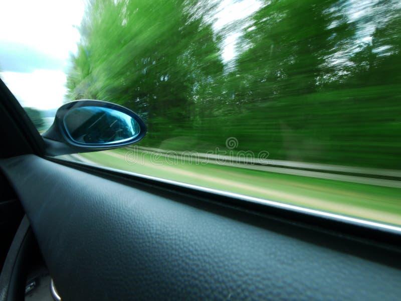 Espejo retrovisor en el coche moderno imagen de archivo