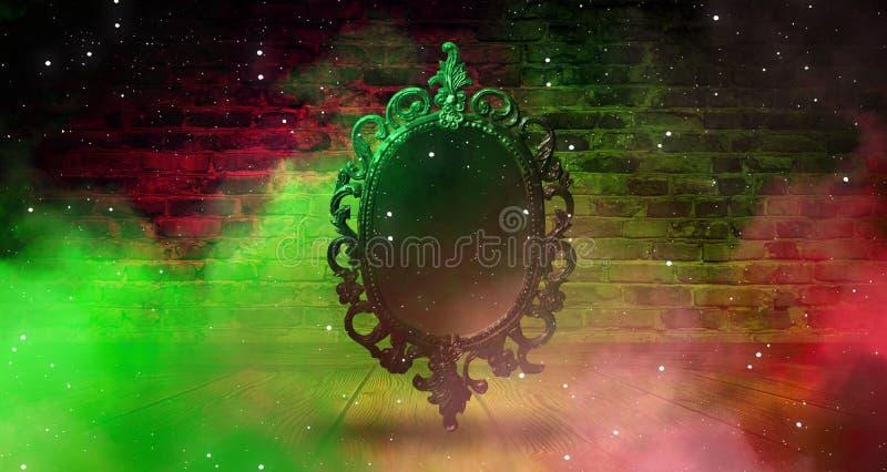 Espelhe dizer mágico, da fortuna e realização dos desejos Parede de tijolo com fumo grosso, imagem de stock
