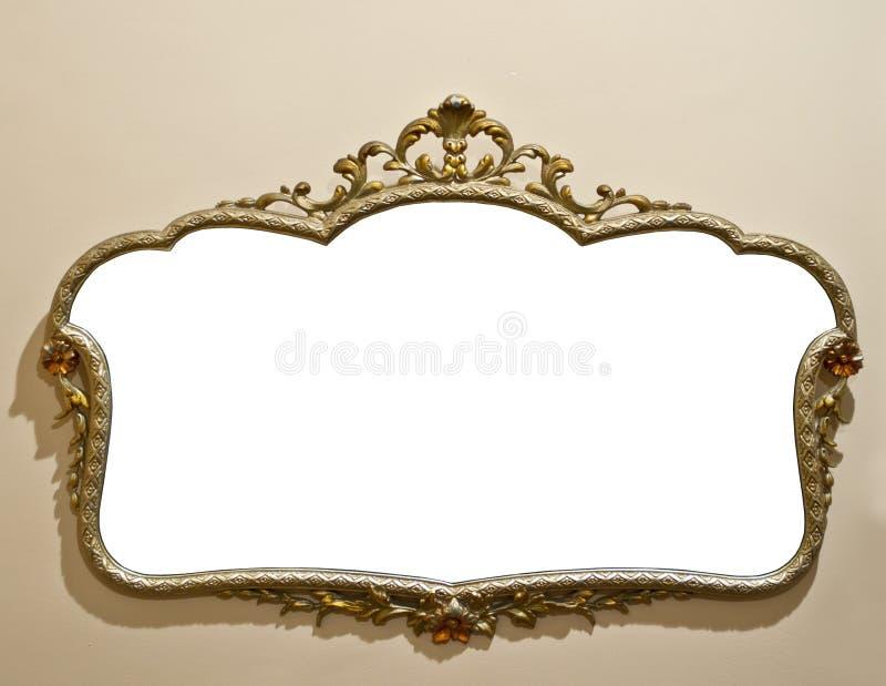 Espelho antigo na parede do grunge foto de stock