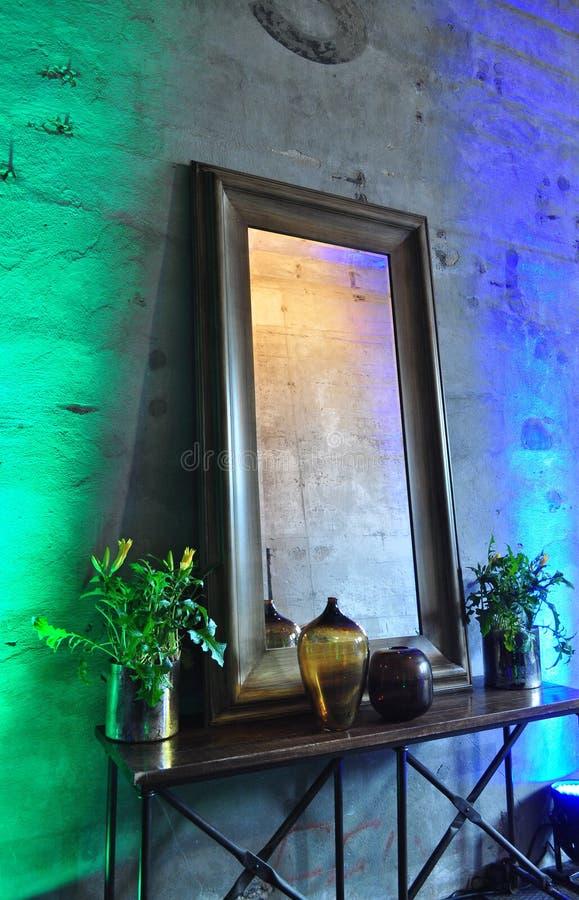 Espelho de madeira quadro fotografia de stock royalty free
