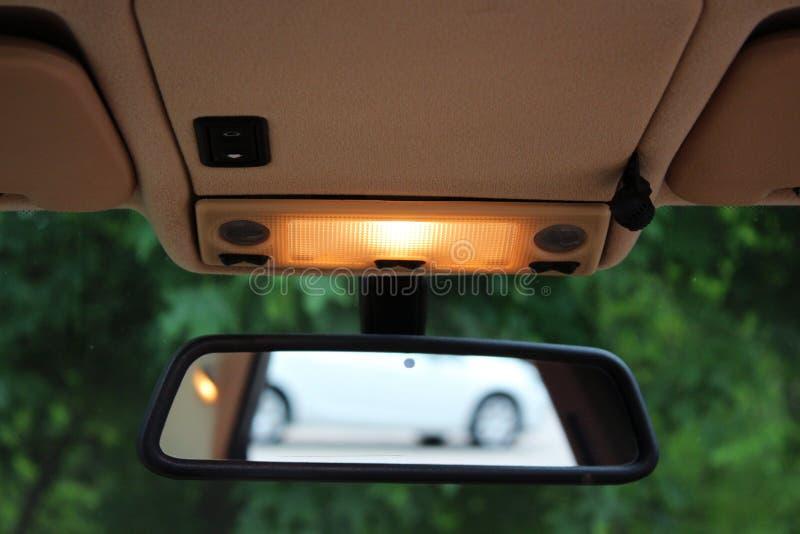 Espelho de rearview do carro com luzes imagem de stock