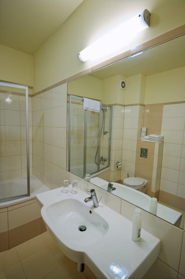 Espelho do banheiro foto de stock