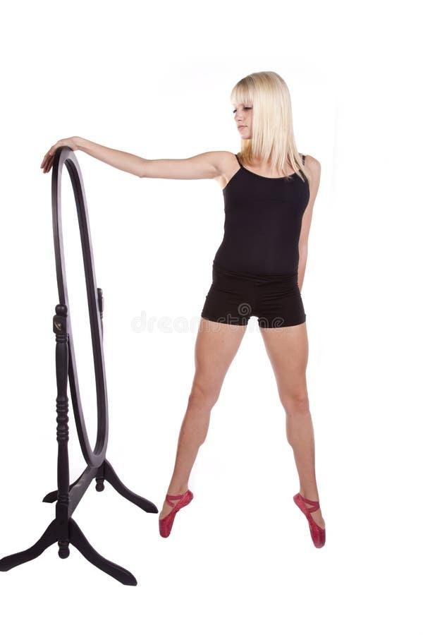 Download Espelho do Pose foto de stock. Imagem de dança, movimento - 16873374