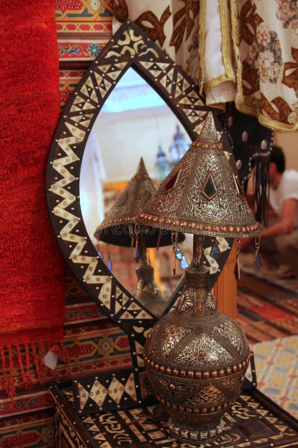 Espelho e uma lâmpada fotos de stock