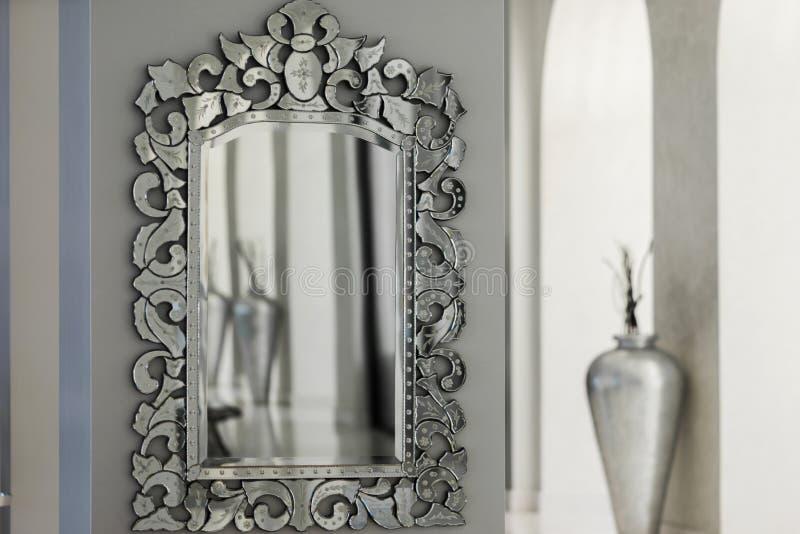 Espelho na parede foto de stock
