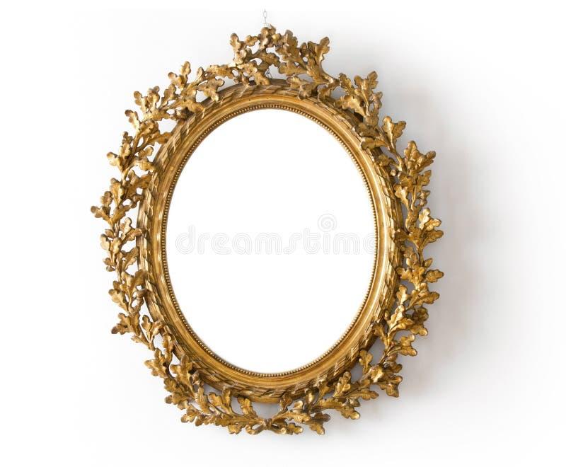 Espelho oval em um quadro do ouro  imagens de stock royalty free