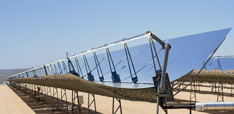 Espelhos da planta de energias solares imagens de stock royalty free
